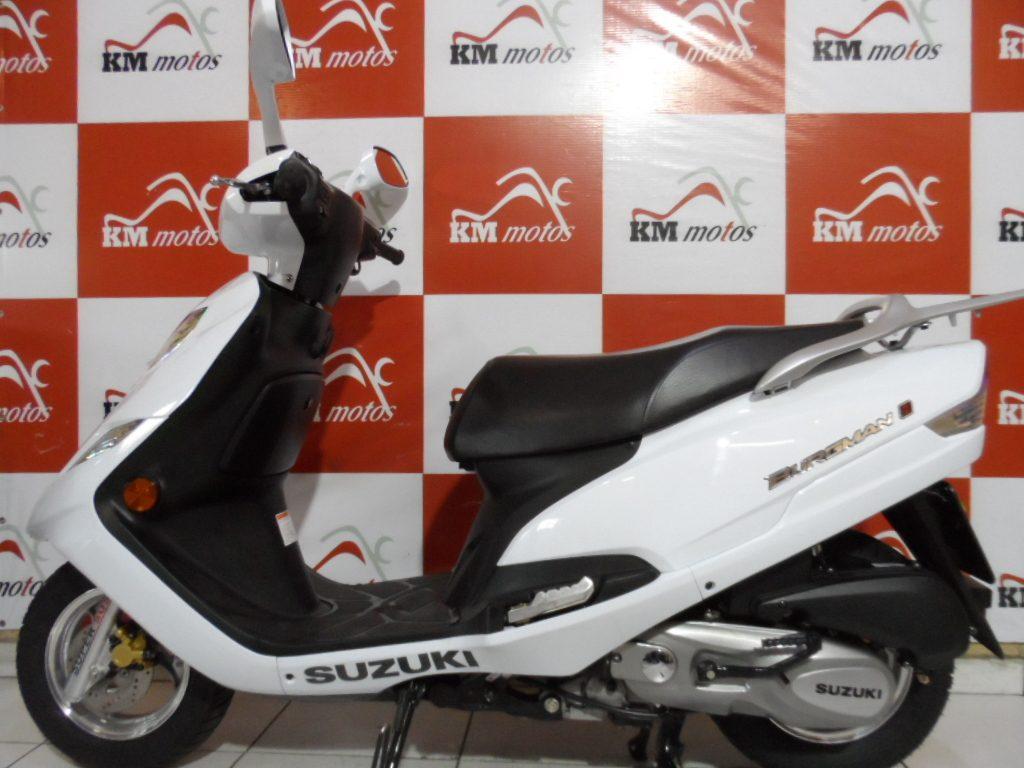 suzuki burgman 125 i branca 2017 km motos sua loja de motos semi novas. Black Bedroom Furniture Sets. Home Design Ideas