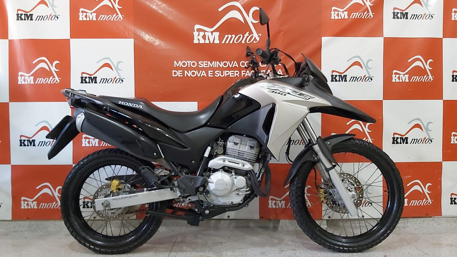 Honda XRE 300 2018 Preta
